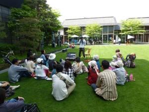 開放的な美術館中庭