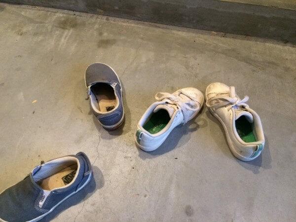 子どもと一緒に靴のお手入れ